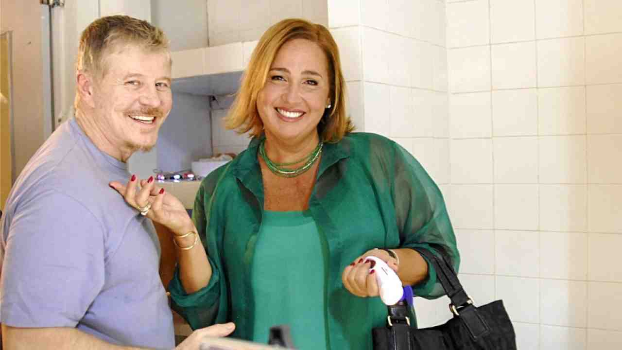 Miguel Falabella e Cláudia Jimenez em cena do seriado | Imagem:Reprodução