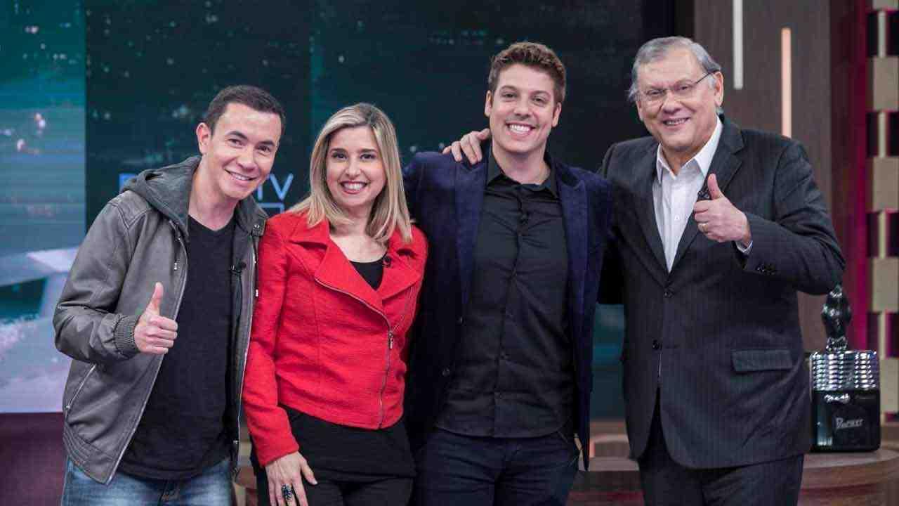 Lucas Pereira, Mylena Ciribelli e Milton Neves com Fábio Porchat (Foto: Edu Moraes/RecordTV)