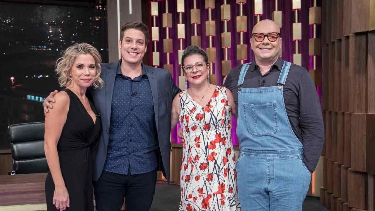 Keila jimenez, Marcia Piovesan e Felipeh Campos com Fábio Porchat (Foto:  Edu Moraes/Record TV )