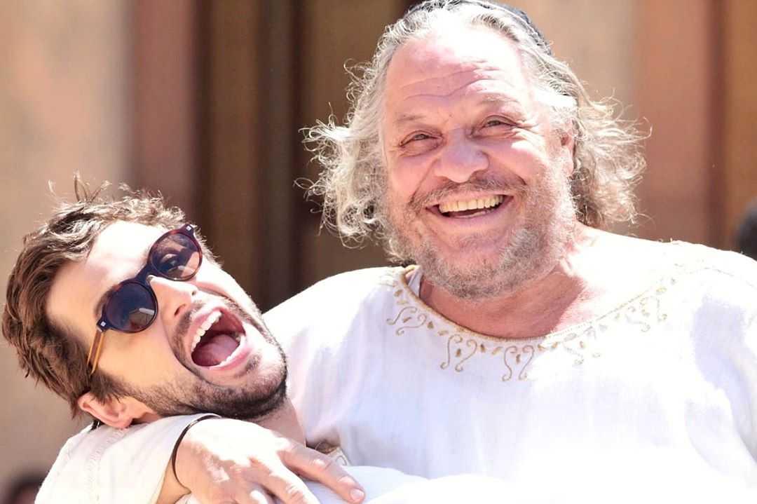 Gil Coelho e Ernani Moraes nos bastidores da novela Jesus