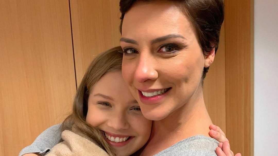 Leticia Peroni e Camila Rodrigues nós bastidores da novela Topíssima