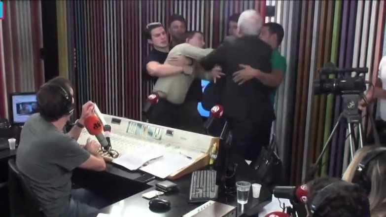 Glenn Greenwald e Augusto Nunes se agridem no Pânico ao vivo