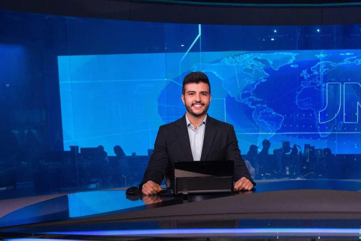 Matheus Ribeiro apresenta o Jornal Nacional