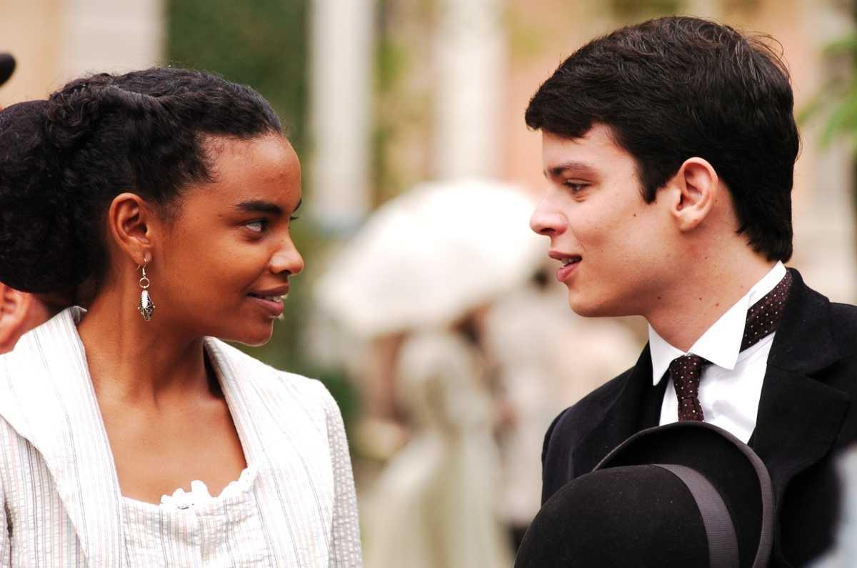 Eduardo Pires ao lado de Lucy Ramos em cena da novela Sinhá Moça da Globo