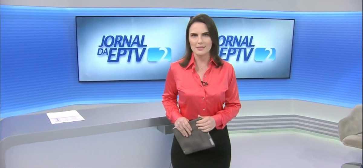 Giovanna Risardo no cenário do Jornal da EPTV 2ª edição