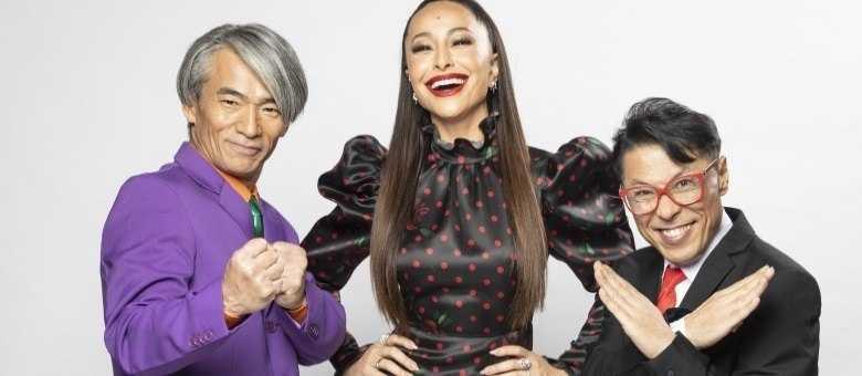 Sabrina Sato, o anfitrião Yoshi e o juiz Mr. Fu no Made in Japão