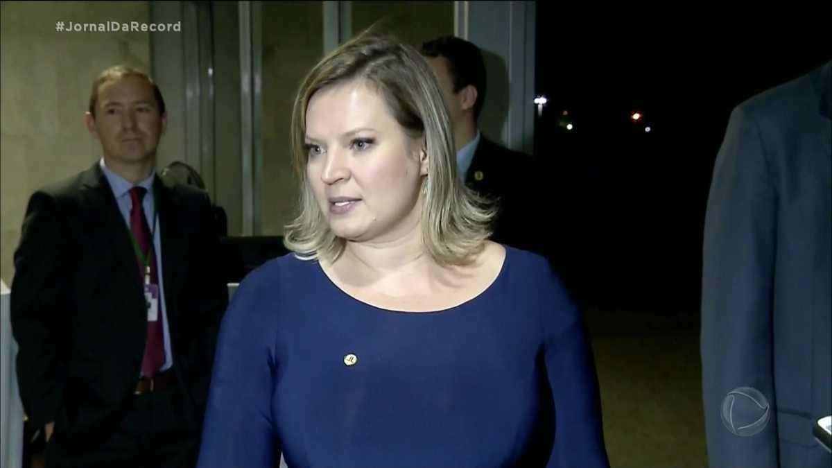 Joice Hasselmann em reportagem do Jornal da Record