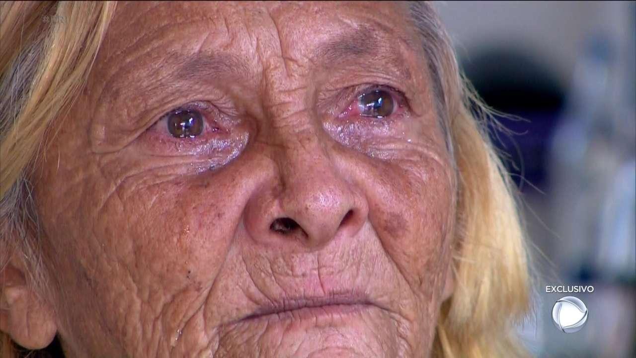 Maria Idalba chora ao falar sobre o filho no Repórter Record Investigação