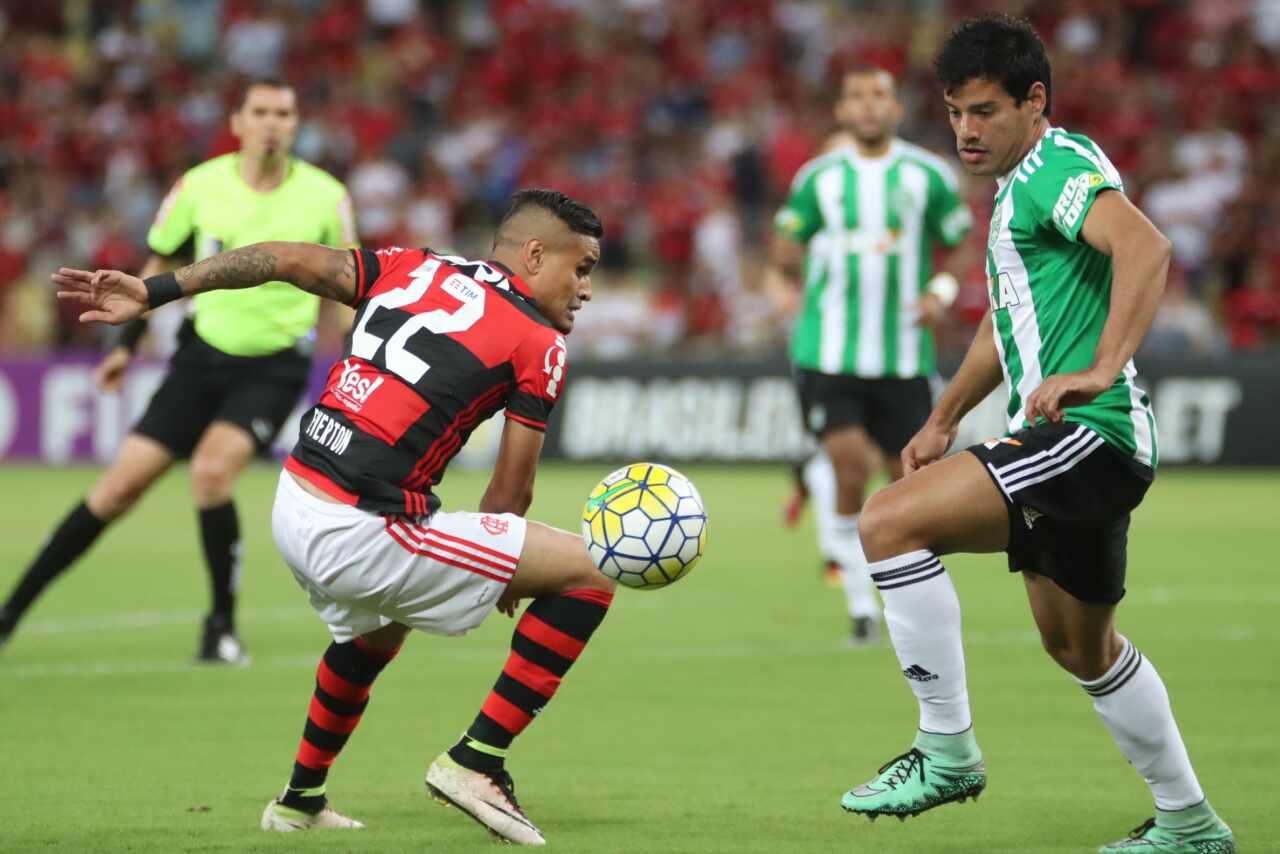 Duelo entre Flamengo e Coritiba em 2016