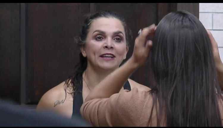 """Em live, Luiza Ambiel cita desafetos dentro de """"A Fazenda"""""""