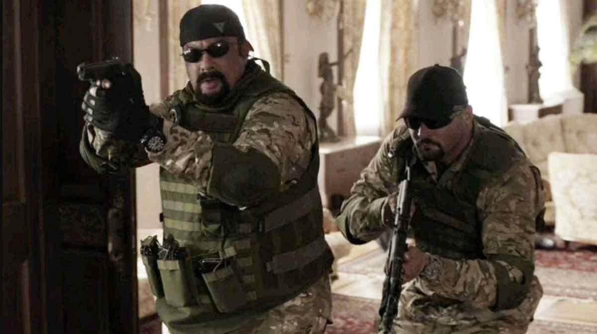 Cena do filme Matando Salazar, exibido pela Record TV na Super Tela