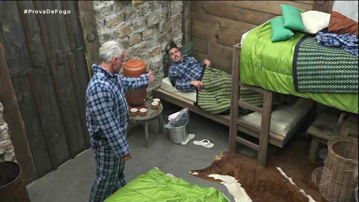 Mateus discute com Biel na baia