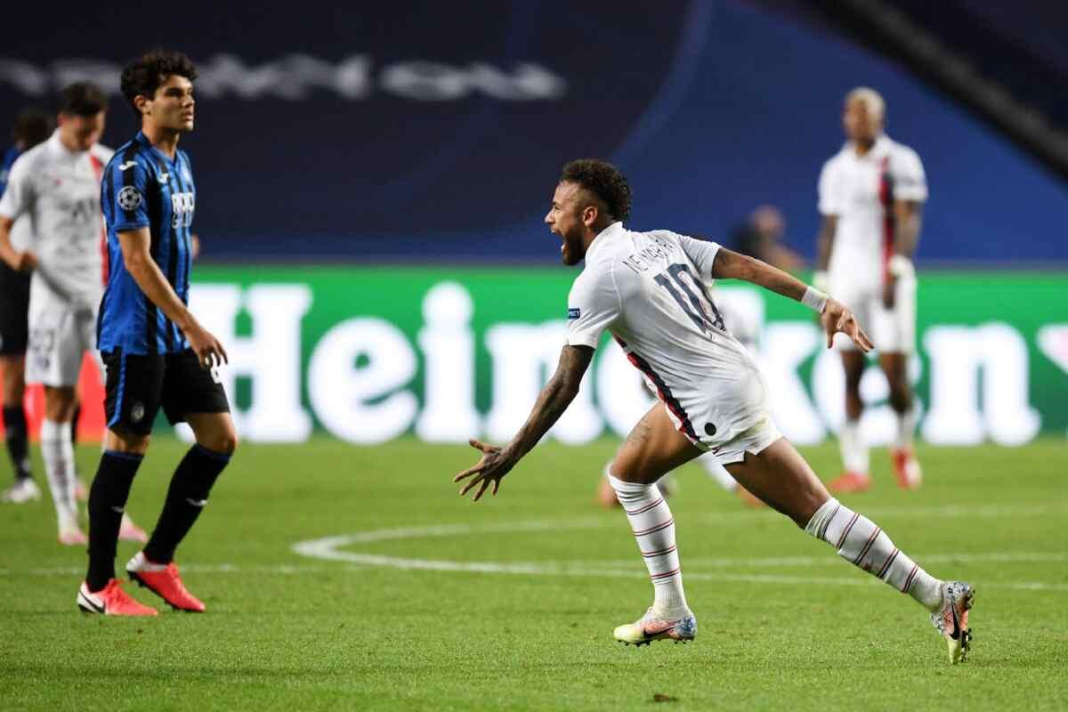 Neymar em campo com a camisa do PSG pela Liga dos Campeões