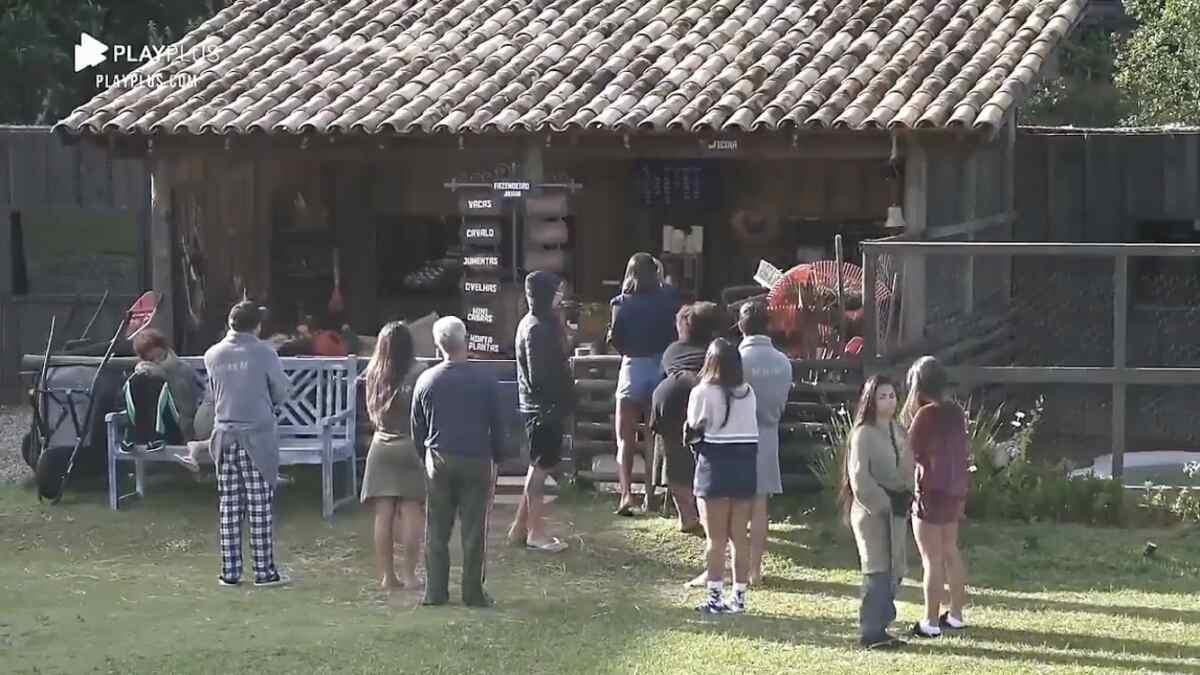 """Jojo Todynho não concorda em sair da cozinha em """"A Fazenda 12"""""""