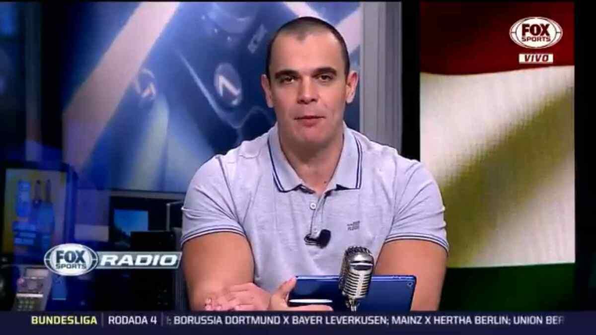 Mano durante participação no programa Fox Sports Rádio