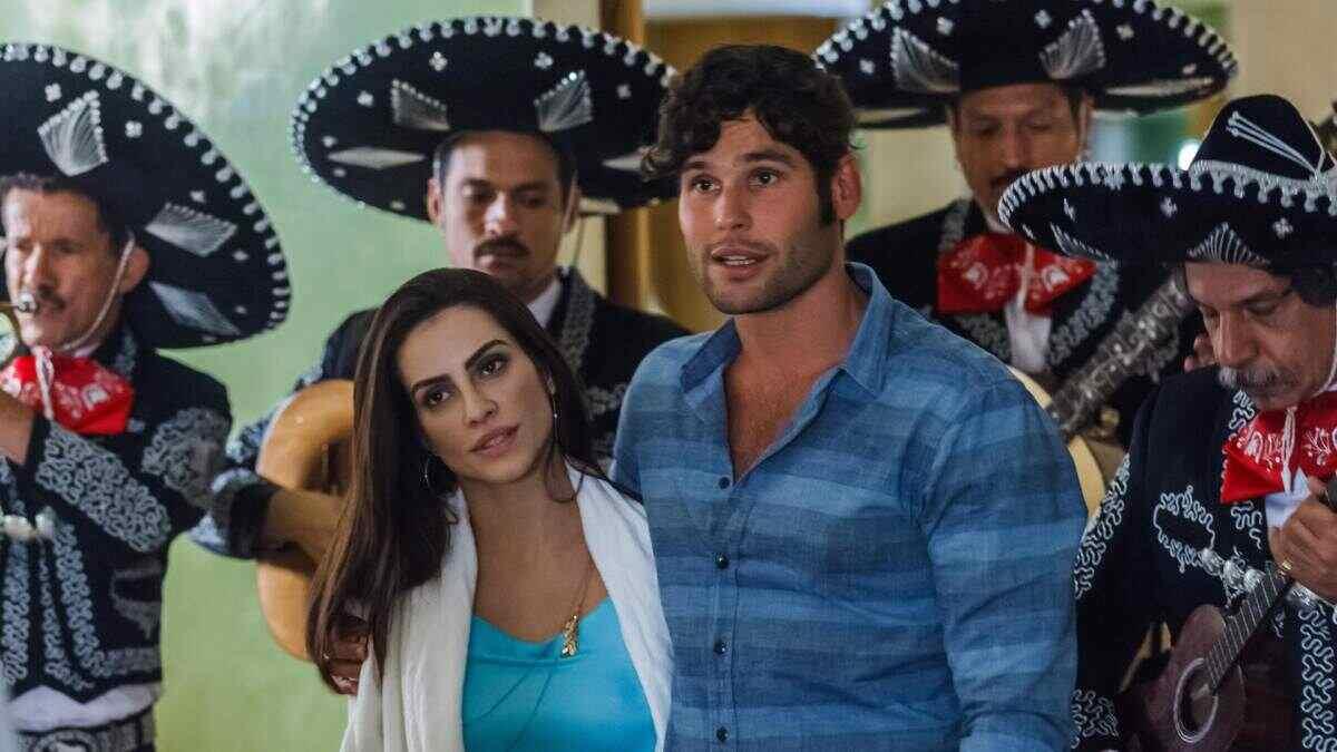 Cleo Pires e Dudu Azevedo em cena do filme Qualquer Gato Vira Lata 2