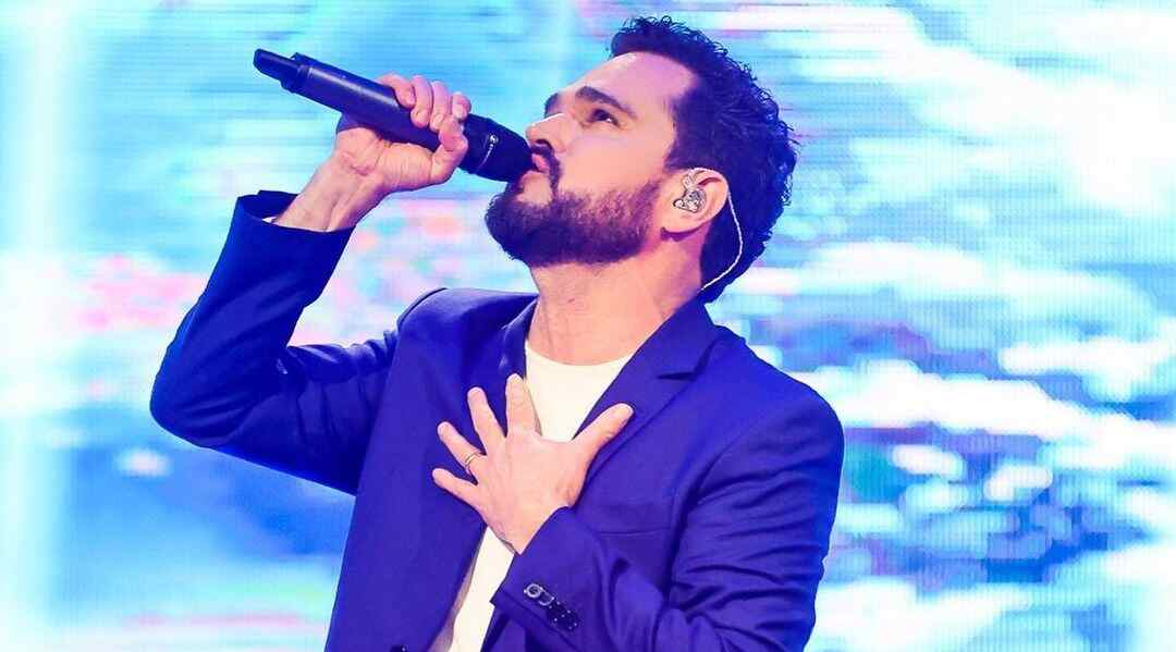 Luciano Camargo canta em especial de fim de ano para a Record TV